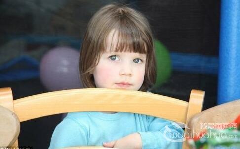 英国3岁自闭症儿童 绘画治疗惊显艺术天赋