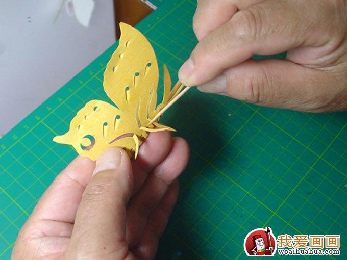 首页 我爱画画  蝴蝶剪纸教程,蝴蝶的手工制作剪纸方法教程:弯(腿)