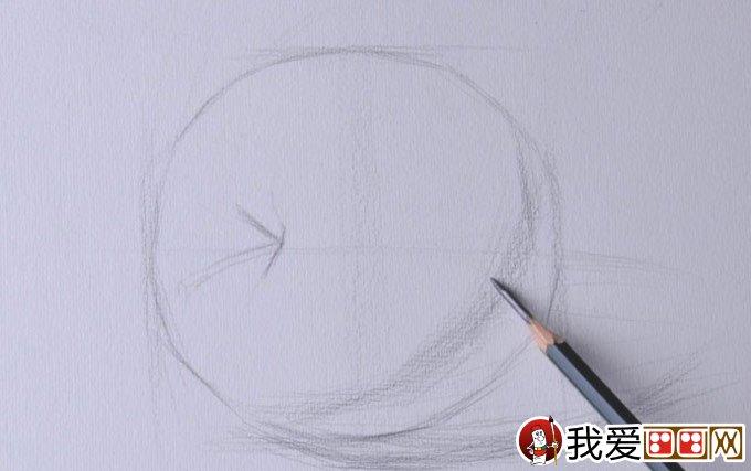 我爱画画  本文素描写生教程对象:侧立的苹果照片