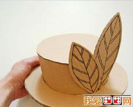 最后完成的瓦楞纸帽子