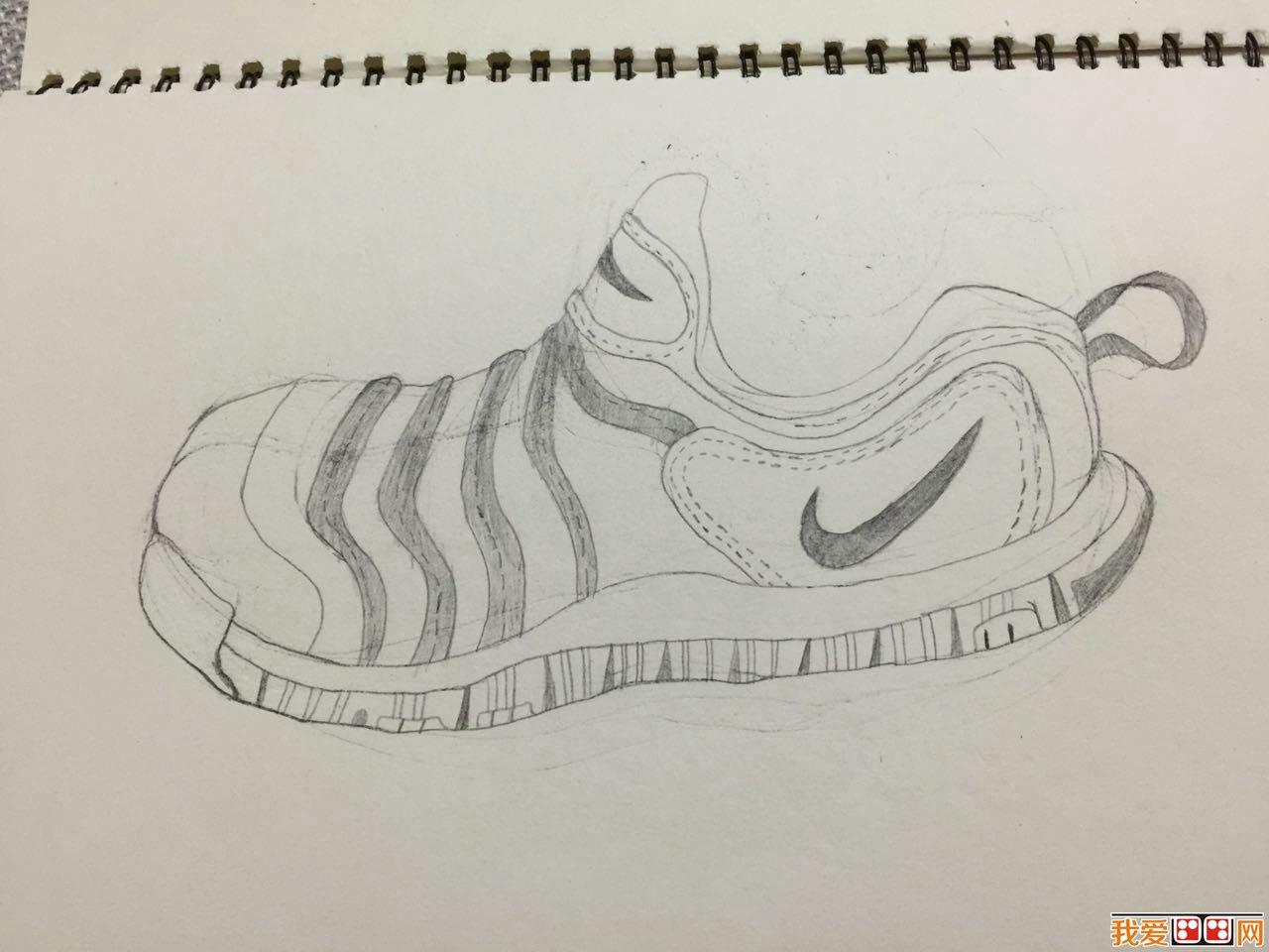 nike素描鞋子-儿童画线描耐克运动鞋-儿童画线描作品欣赏