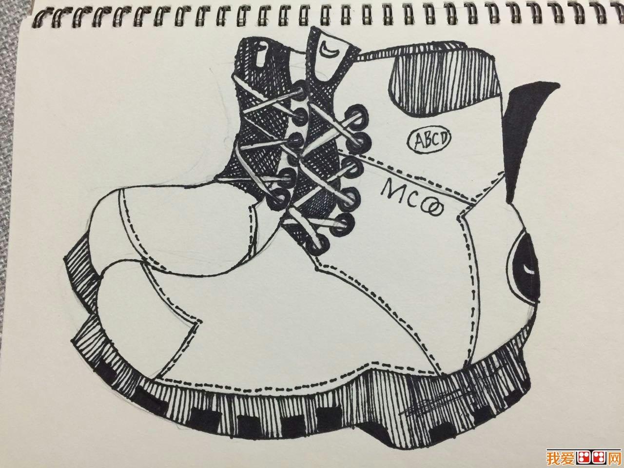 鞋子铅笔手绘设计图稿