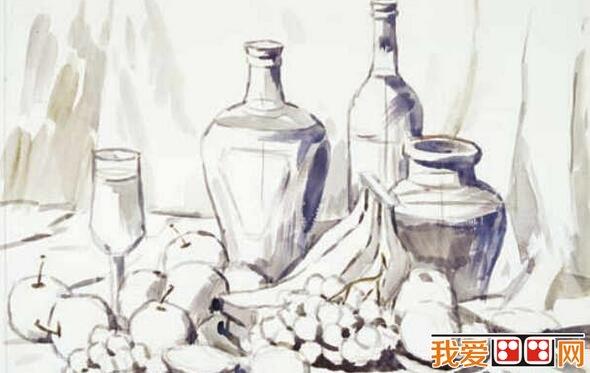 那样用水稀释颜料,从画面主体暗部色彩画起,并从物体逐渐向周围延伸开去,使物体与物体之间,物体与背景之间连接起来,形成一种色彩关系、冷暖关系和空间层次关系。这一步是组成画面调子的基础。  酒瓶、水果、瓷器静物水粉画教程 三、进一步扩展画面色彩,可以加入白粉调颜料,把大面积的背景色彩关系一次性准确画到位。然后再画物体亮灰面的底色,使画面大的色彩关系基本形成。  酒瓶、水果、瓷器静物水粉画教程 四、待画面物体亮、灰面色彩水粉基本干后,开始丰富加工亮、灰面的色彩关系、结构转折和深入刻画一些具体部位,使画面趋向完整