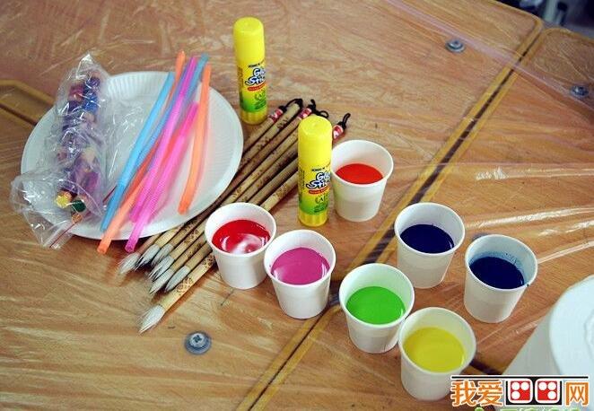活动目标是这样确定的:    1,引导幼儿学习用吹画和手指点画的方法图片