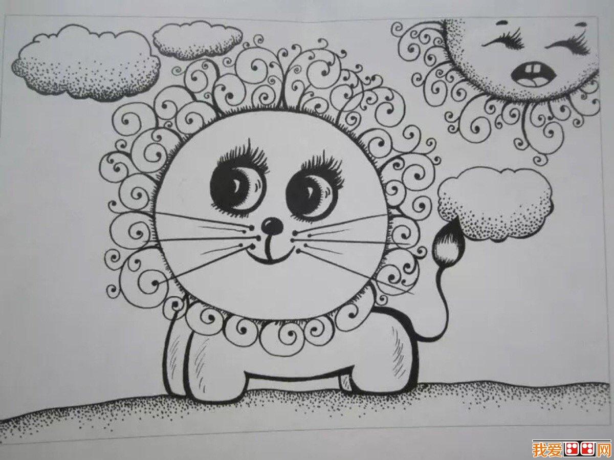 幼儿学习线描画作品欣赏 幼儿的思维常随着活动产生而进行,教师应提供良好的活动场所及充足的工具材料,使幼儿能在不受限制地情况下按自己的思维活动进行绘画,创作线画活动的新天地。线画的工具比较简单,主要是签字笔和绘画纸。由于画面主要是以黑白线条为主,打破了幼儿以往彩色画的传统模式,幼儿对线画形式感到很新奇,接受起来也比较容易。为了创造一个良好的线画环境,丰富幼儿的感性经验,我班在幼儿线画区的墙壁上悬挂了名画家的作品供幼儿欣赏,在天花板上悬吊幼儿的绘画作品,激发幼儿创作作品的成就感,在图书区摆放线