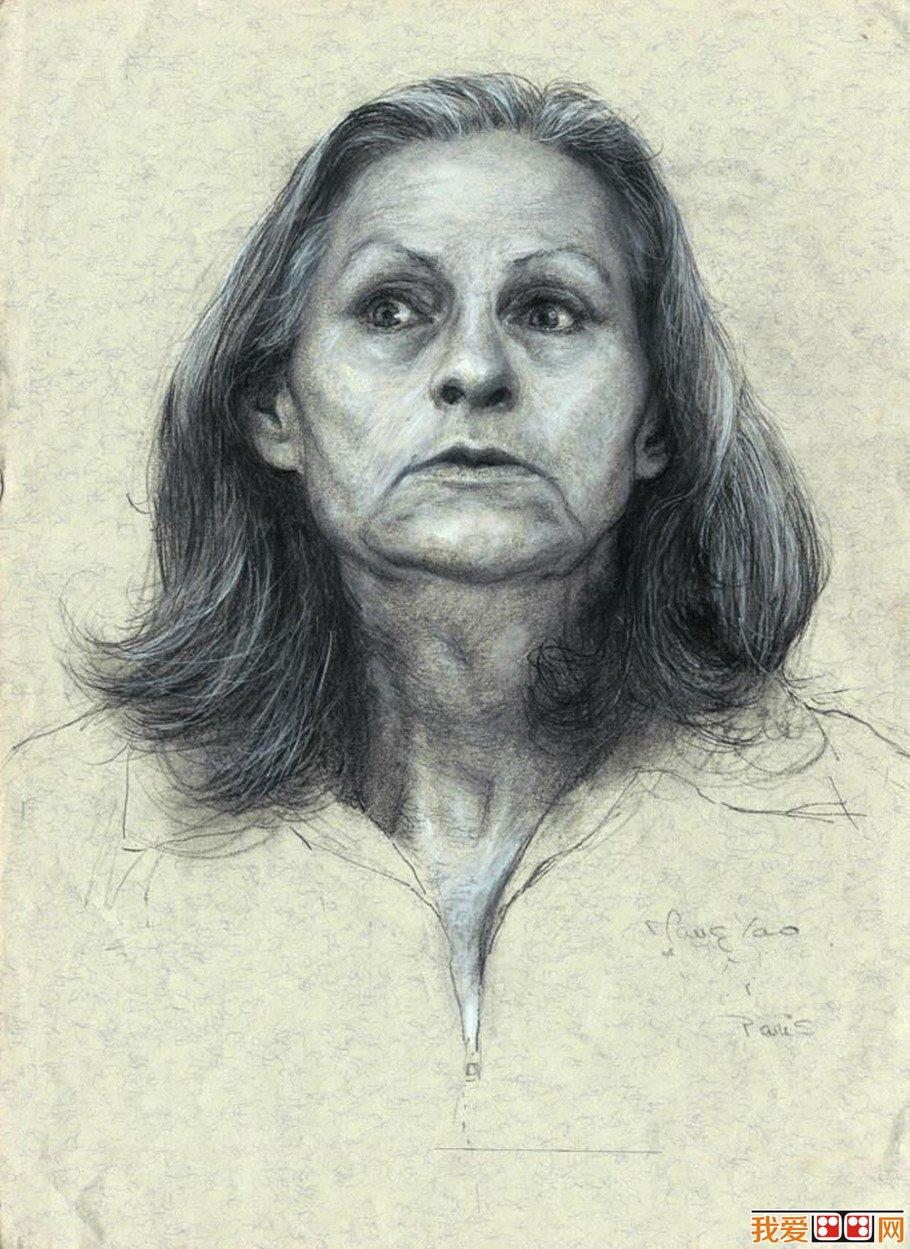 中年女人头像素描作品