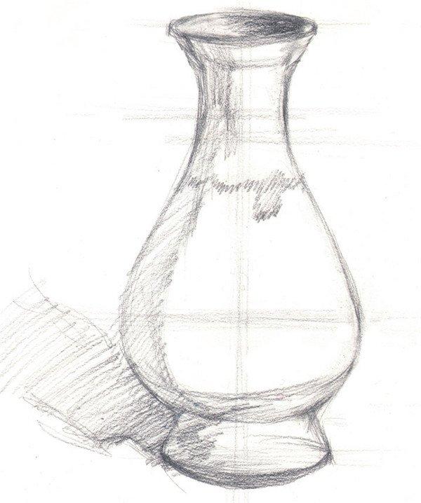 水粉绿色花瓶的绘画步骤 步骤一:用 铅笔画 出绿色花瓶