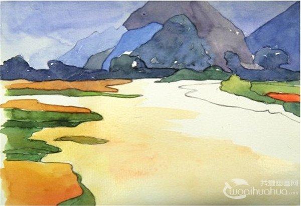 5、用橙色加上中黄色,画出左边一大片田地中稻穗的颜色。  水彩静谧湖面的绘画步骤五 6、用翠绿色加上柠檬黄色调出黄绿色,画出田地中绿色草地的颜色。  水彩静谧湖面的绘画步骤六 7、用中黄色加上一点橙色,然后再加一点白色调入大量的水稀释,从湖水的左边开始铺上淡淡的一层颜色。  水彩静谧湖面的绘画步骤七 8、最后用天蓝色加上群青色,加入大量的水调出淡淡的蓝色,从湖水的右边开始铺上颜色,在中间与前面的淡黄色混合,等颜料干了之后调出深一点的蓝色画出右边草丛在水面上倒影的颜色。  水彩静谧湖面的绘画步骤八 绘制线稿
