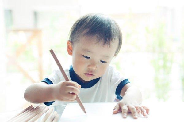 大人应如何引导孩子绘画