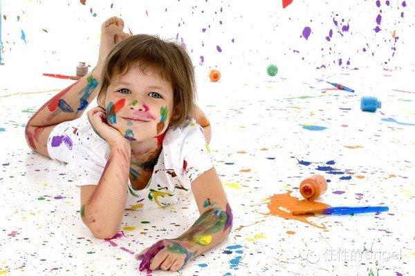 家长引导孩子涂鸦变画家