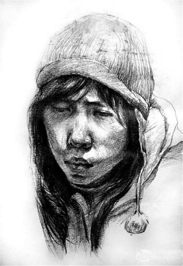 刚开始学习素描大都使用铅笔作画,主要由于铅笔容易修改,而炭笔和