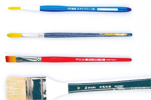 水彩工具大大小小的毛笔