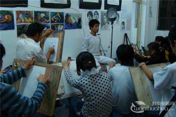 江苏高考艺术类校考设点院校大减赶考人次猛增
