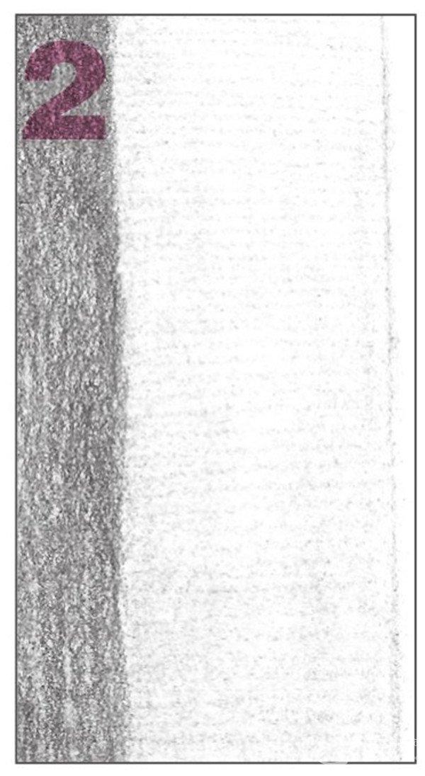 8、使用2B铅笔,画出物体左侧后方平面的暗部调子。注意排线的层次与变化。  素描六棱柱绘画步骤8 9、接着画出物体后方右侧平面的暗部调子,同样也要注意排线的层次与变化。  素描六棱柱绘画步骤9 10、画面层次逐渐丰富,从整体到局部对画面进行统一的调整。  素描六棱柱绘画步骤10 使用HB铅笔,细致刻画亮面的调子,深入塑造物体的质感。  素描六棱柱绘画步骤10-1 使用2B铅笔,对画面的整体调子进行统一地铺设,使画面统一。  素描六棱柱绘画步骤10-2 绘画时要多角度地进行观察,合理的构图,确定出六棱柱的宽