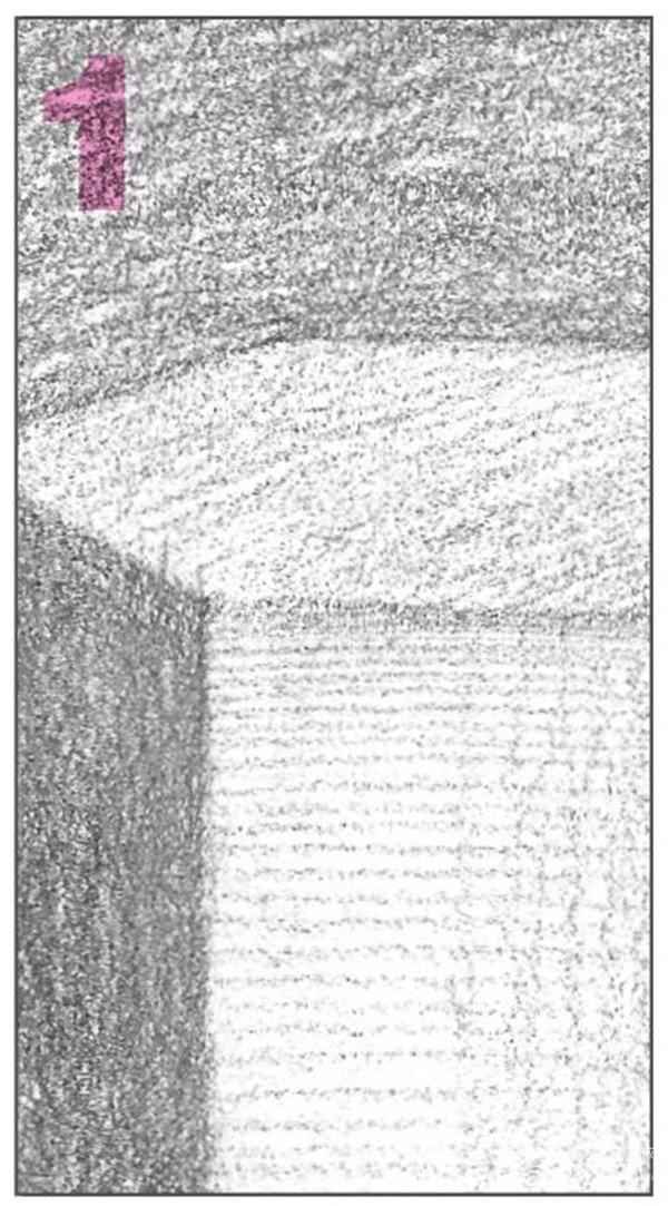8、继续使用2B铅笔,画出物体后方左侧平面的暗部调子。注意排线的密度与层次。  素描六棱柱绘画步骤8 9、使用4B铅笔,对画面的调子进行整体的铺设。注意调子的变化,使画面层次分明。  素描六棱柱绘画步骤9 10、最后对画面进行深入细致的刻画。仔细观察细节,从整体到局部地绘画,对画面进行调整。  素描六棱柱绘画步骤10 使用2B铅笔,对物体的顶面调子,进行较密的统一排线。  素描六棱柱绘画步骤10-1 使用2B铅笔,对物体的亮面细致刻画。注意画出石膏的质感。  素描六棱柱绘画步骤10-2