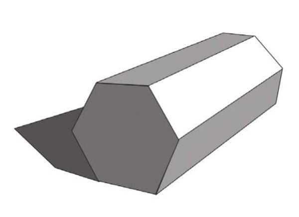 六棱柱的横向绘画,要注意把握物体的透视关系。由于透视使得六棱柱前方的面较后方要大一些。绘画时要多角度地进行观察,合理的构图,确定出六棱柱的宽度与高度。  素描六棱柱 【重点剖析】 1、把握好物体的形体,整体进行塑造刻画。构图要使画面有空间感。透视要准确。线条要干净利落。  素描六棱柱绘制要领一 六棱柱的黑白灰块面清晰,绘画时要注意灰面的过渡要自然,对棱的塑造要适当。对主要位置要进行细化处理。  素描六棱柱绘制要领二