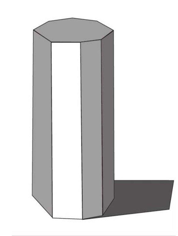 【重点剖析】 1、依据摆放位置,对画面进行竖构图的绘画。把握好物体的形体,空间比例关系要得当,透视要准确。  素描八棱柱绘画要领1 2、绘画时注意表现各个面的明暗层次,区分画面的黑白灰层次。从整体出发,给予调整。注意对顶部及亮面的刻画与塑造。予调整。注意对顶部及亮面的刻画与塑造。  素描八棱柱绘画要领2