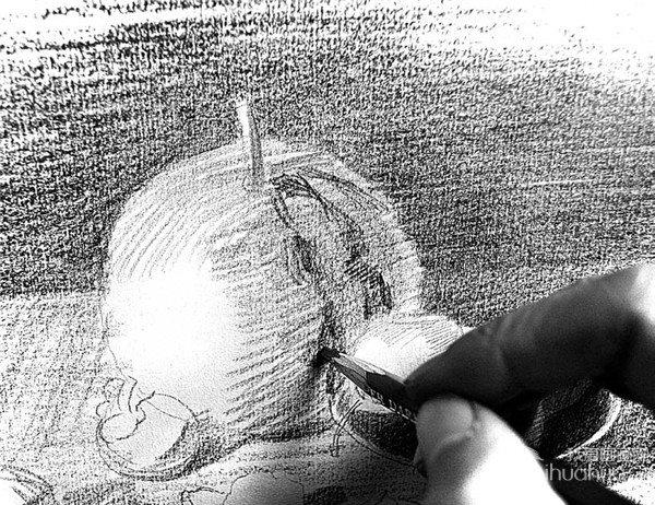 素描餐桌上的果盘的绘画步骤(3)