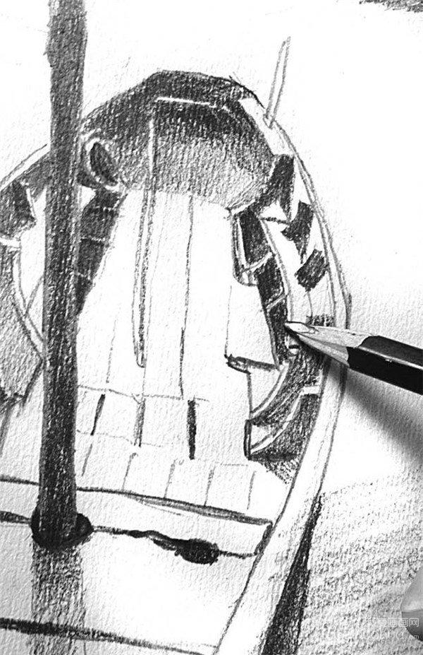 素描风景 > 素描:靠岸的绘画步骤(3)      7,船的阴影投在河边的石头