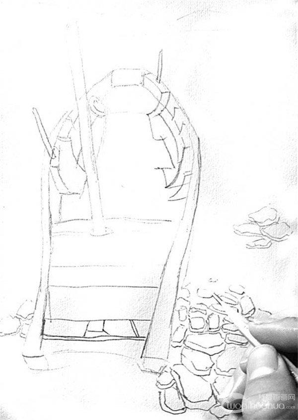1、用2B铅笔轻轻地打底稿,先画出小船的外轮廓,然后再试着画出河边碎石的轮廓。  靠岸的绘画步骤1 2、画好外轮廓之后,在此基础上把小船的结构仔细地描绘出来。  靠岸的绘画步骤2 3、完全画好的小船结构图。  靠岸的绘画步骤3