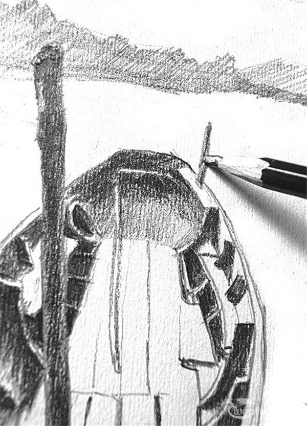 12,用铅笔的侧锋描绘船的扶栏,这样画出来的肌理表现出了小木船的